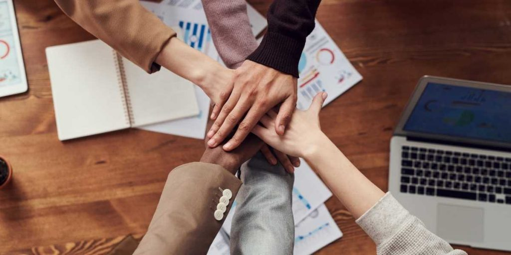 8 New Ways a Team Building Facilitator Helps Your Business